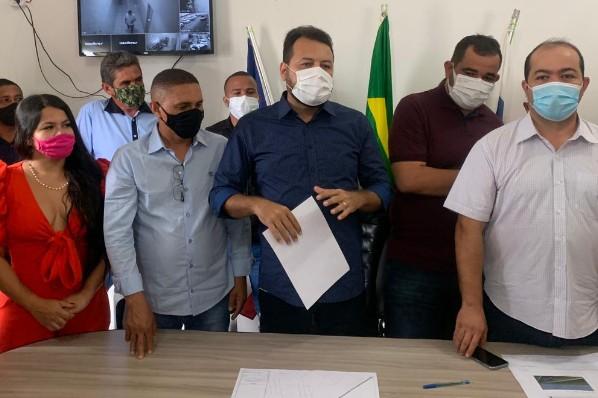Prefeito Raimundo Coquinho, secretário Clayton Noleto e deputado Rildo  Amaral anunciam construção de ciclofaixa e do portal de Davinópolis