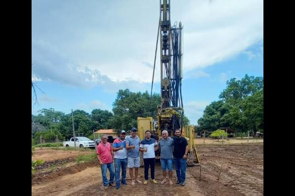 Começa perfuração de poço artesiano no  assentamento Alegria em Davinópolis