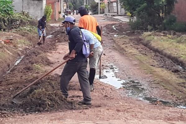 Prefeitura intensifica serviços de limpeza, roço e desobstrução de vias em Davinópolis