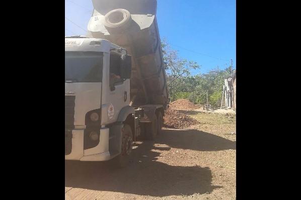 Prefeitura intensifica serviço de recuperação de ruas na Vila Bacuri em Davinópolis