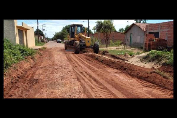 Prefeitura avança no piçarramento de ruas no bairro Santo Antônio